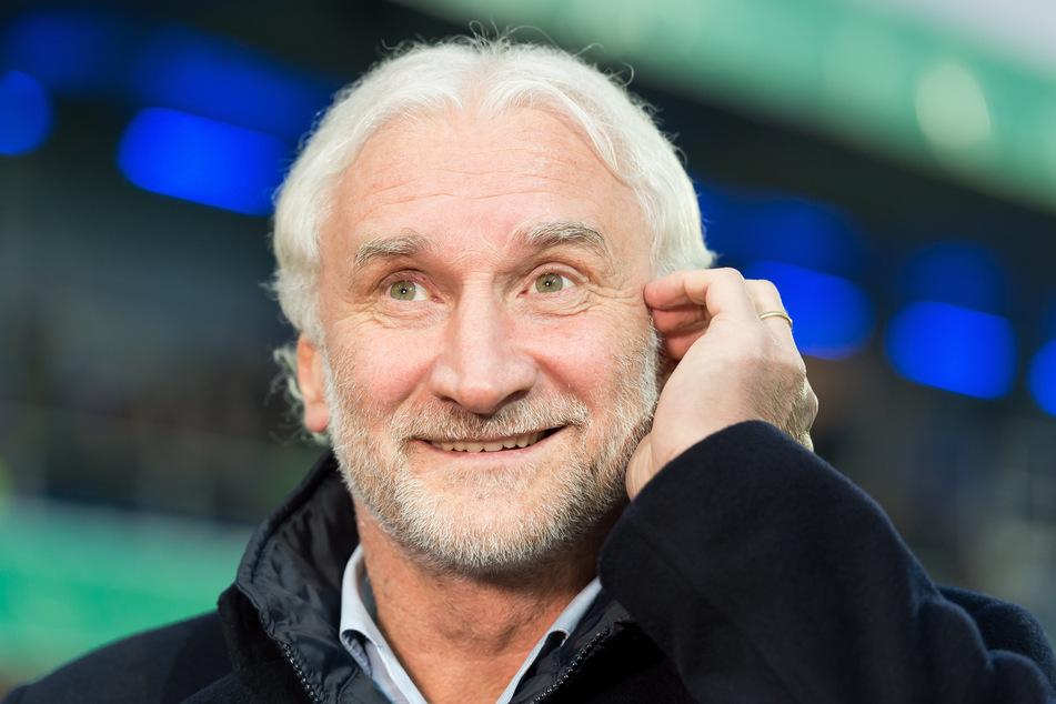 Rudi Völler (60), Sportchef von Bayer Leverkusen, freut sich auf ein Wiedersehen mit Augsburg-Coach Heiko Herrlich (48).
