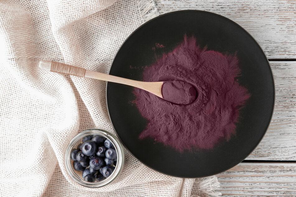 Açaí-Beeren sind hierzulande oft als Pulver in Supermärkten erhältlich,