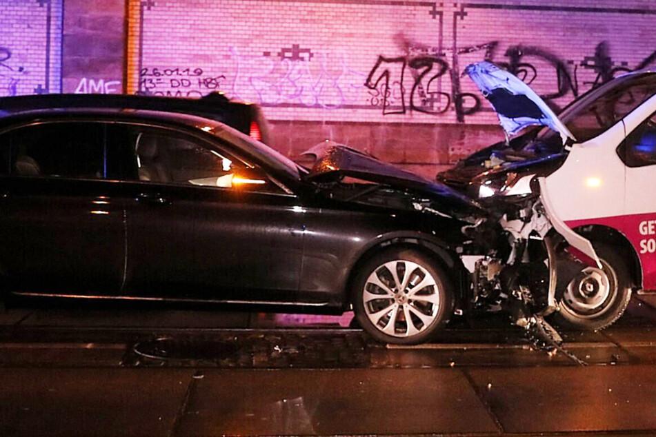 Frontal-Zusammenstoß am Neustädter Bahnhof: Wohl zwei Personen schwer verletzt!