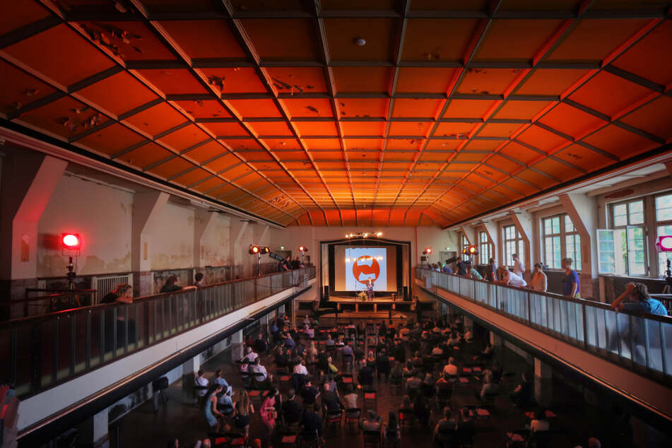 Die Industriearchitektur prägt bis heute den Saal im Zentralwerk.