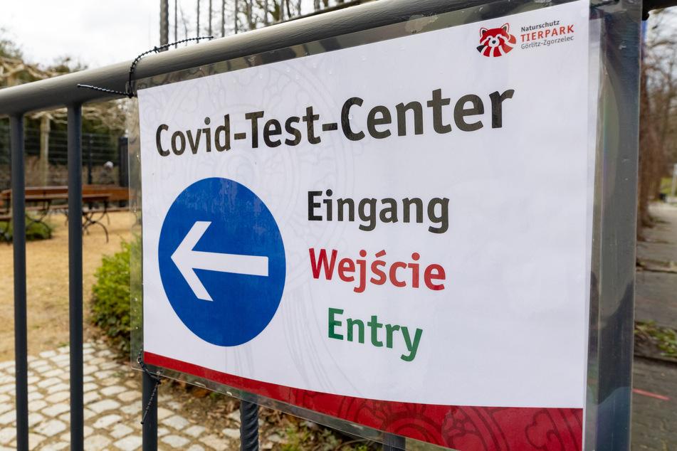 Direkt vor dem Tierpark in Görlitz wurde ein Corona-Testzentrum eröffnet.