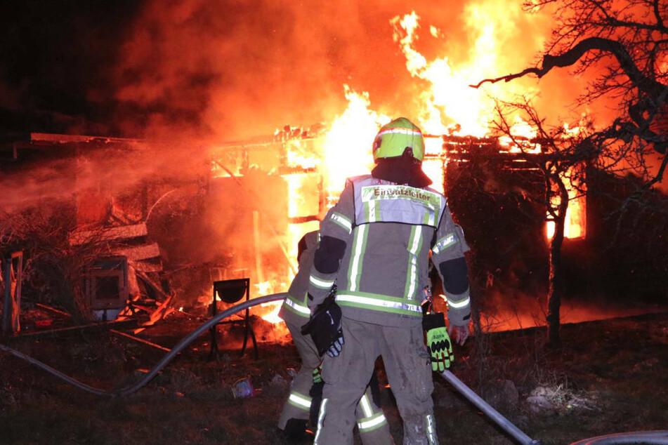 In Berlin-Baumschulenweg stand in der Nacht zu Dienstag eine Laube in Flammen.