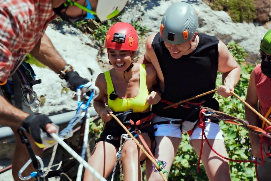 Beim Action-Date stürzte Kandidat Angelo (nicht im Bild) zusammen mit Melissa hin.