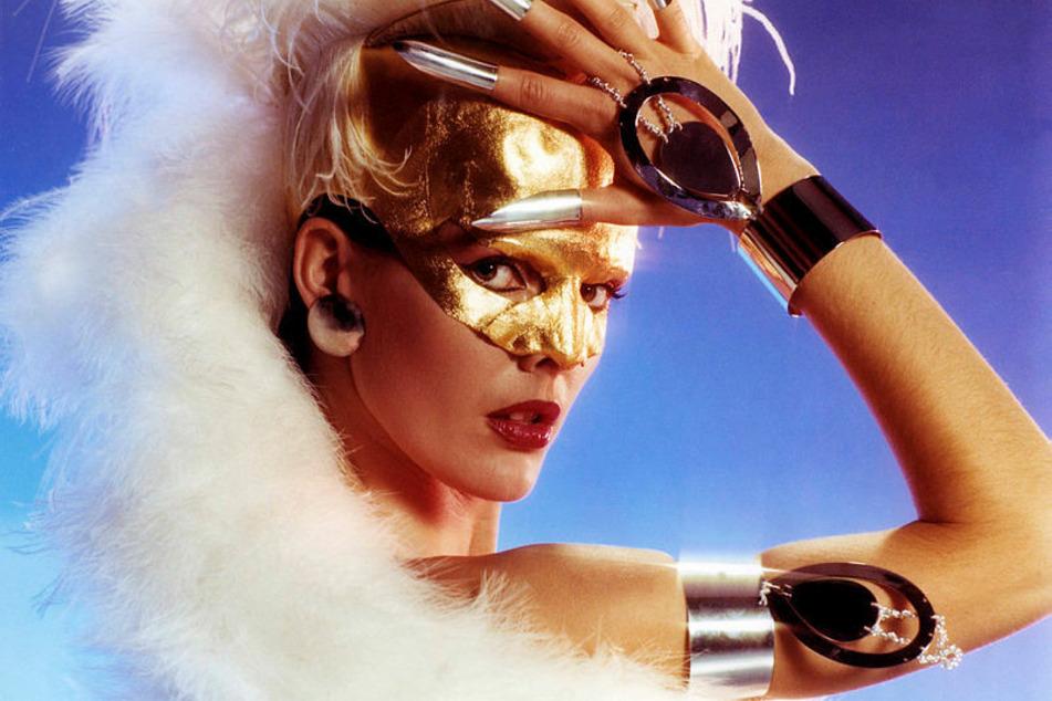 Solistin Angelika Honig in einem exotischen Kostüm.