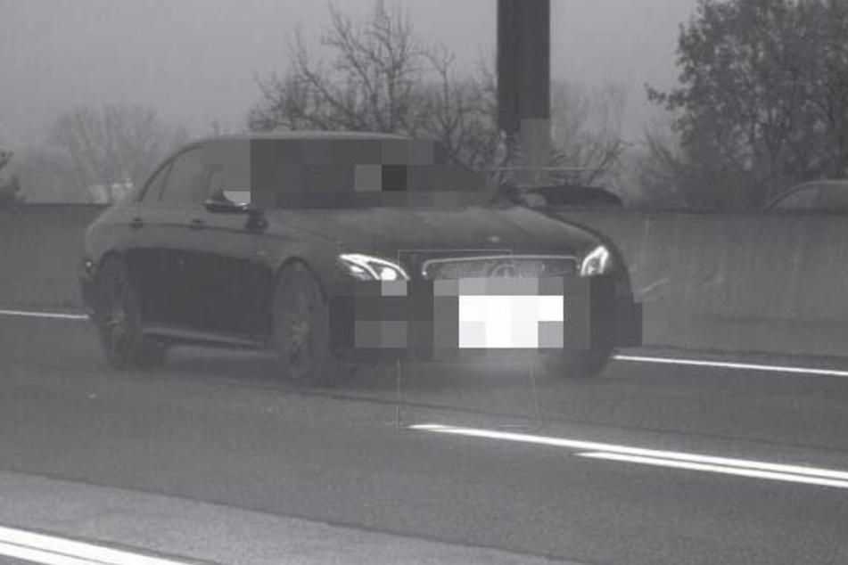 Der gemietete Mercedes wurde mit satten 244 km/h in einer Baustelle geblitzt.