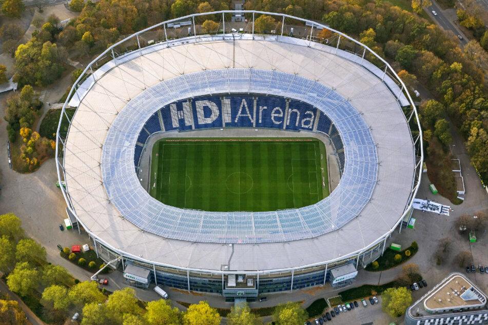 Die leere HDI-Arena in Hannover von oben. Leer wird es am Sonntag auf alle fälle bleiben, die Partie gegen Dresden wird ein Geisterspiel - wenn überhaupt gespielt wird.