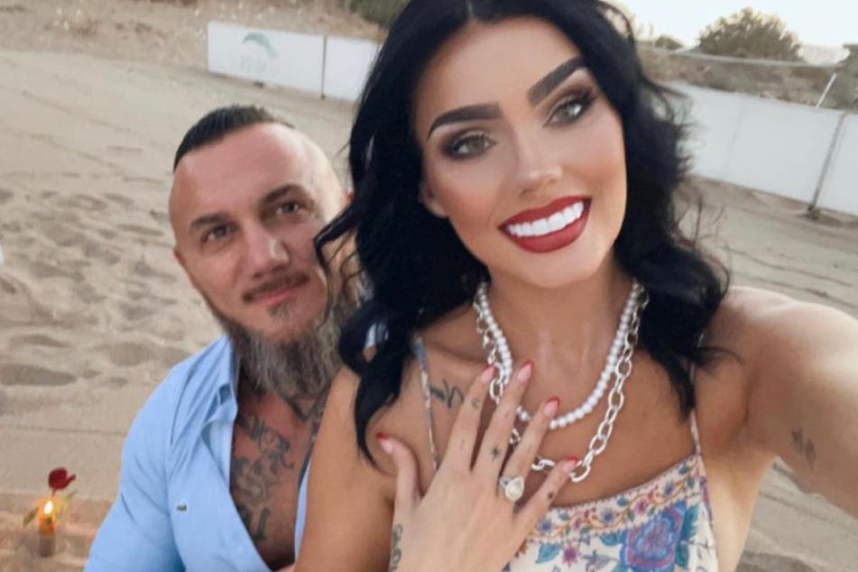 Bei der 24-Jährigen und ihrem neuen Partner läuten bald die Hochzeitsglocken.