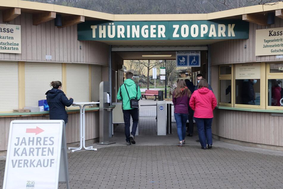 Keine Schlangen, kein Gedränge: Die Öffnung der Zoos und botanischen Gärten am letzten Osterferien-Wochenende in Thüringen ist zunächst verhalten angenommen worden.