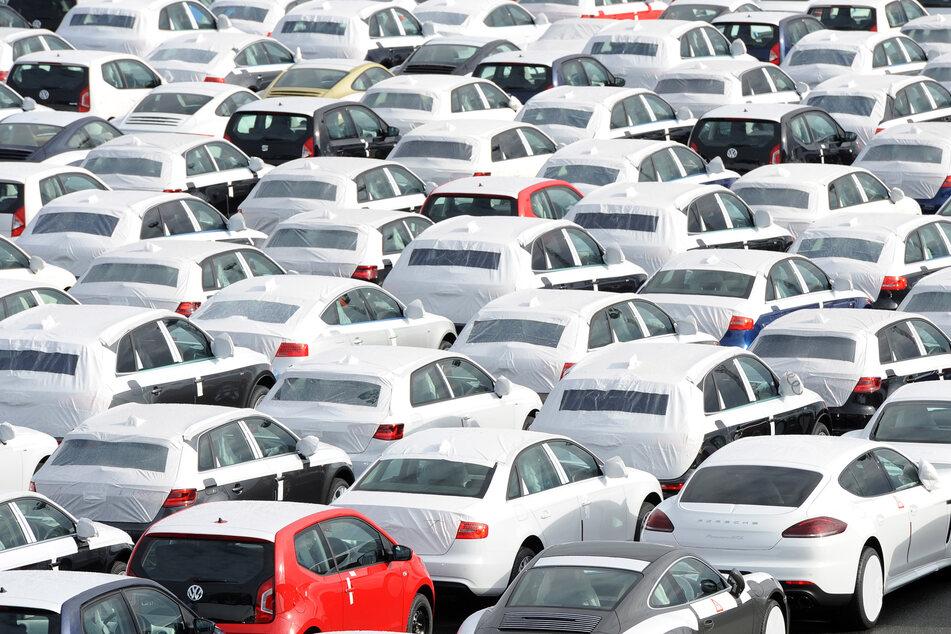 Die Corona-Pandemie bereitet auch der deutschen Autobranche große Sorgen. (Archivbild)
