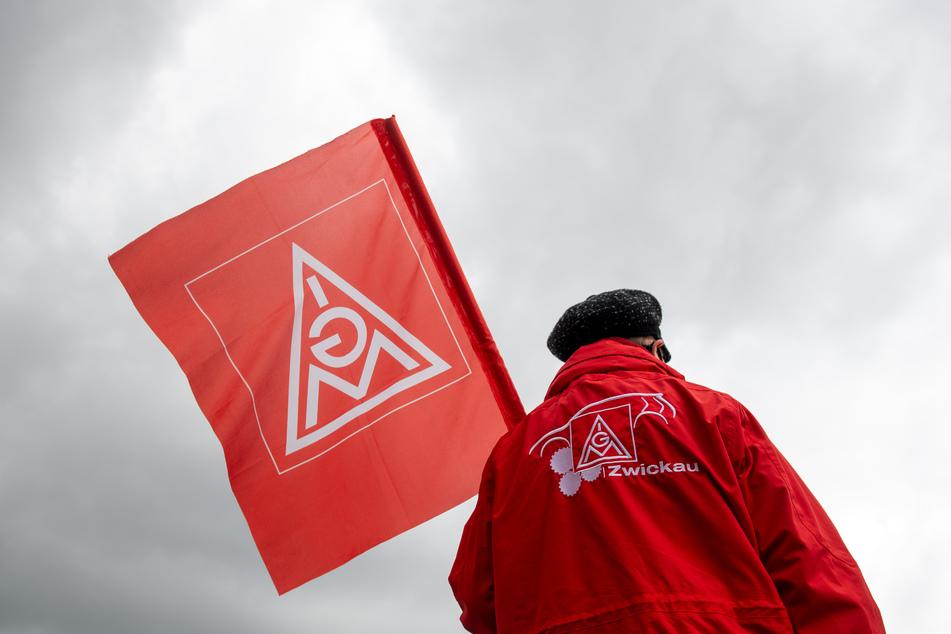 Die IG Metall hat für den heutigen Dienstag zu erneuten Warnstreiks in Sachsen aufgerufen. (Archivbild)