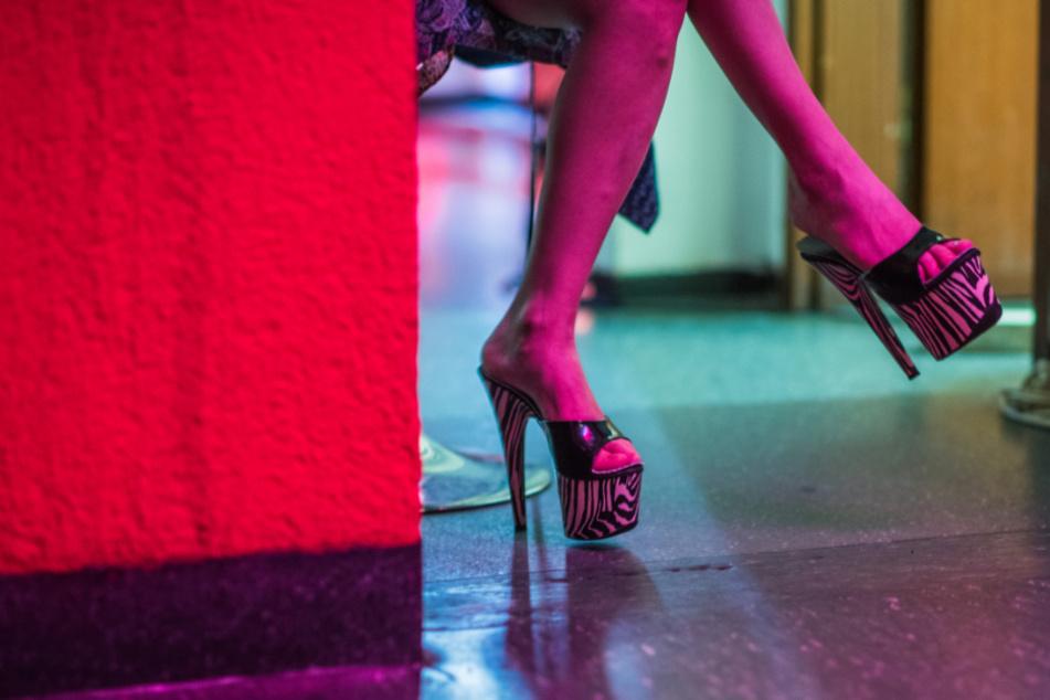 Drei Männer sollen als getarnte Polizisten serienweise Prostituierte überfallen haben