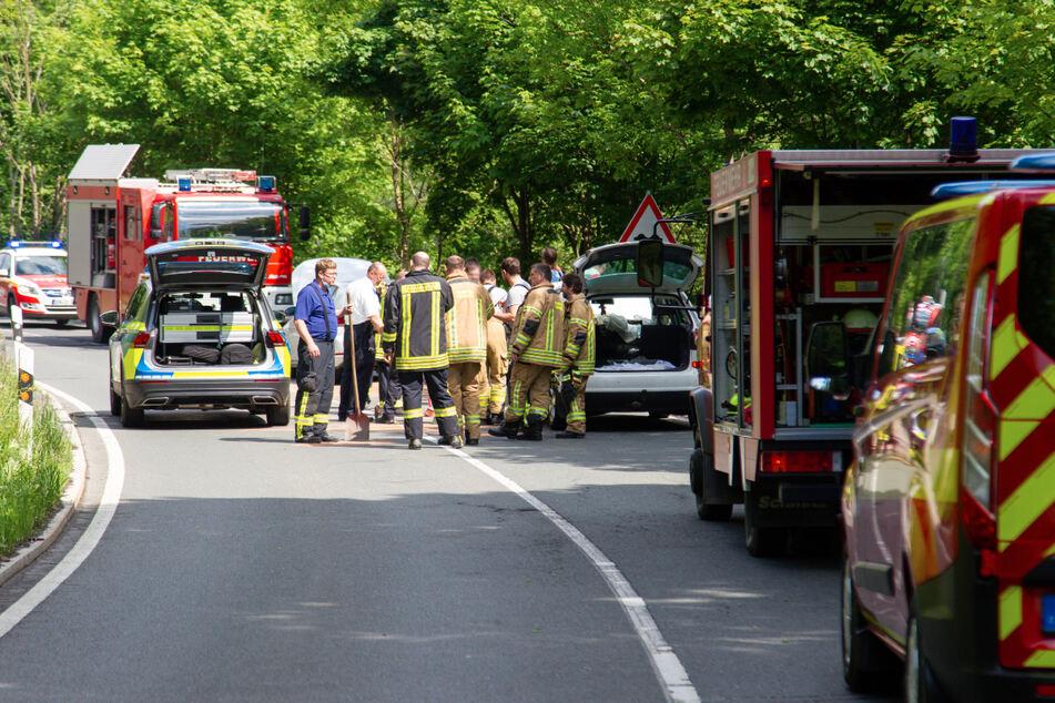 Auto übersieht abbremsende Fahrzeuge und knallt hinein: Drei Verletzte