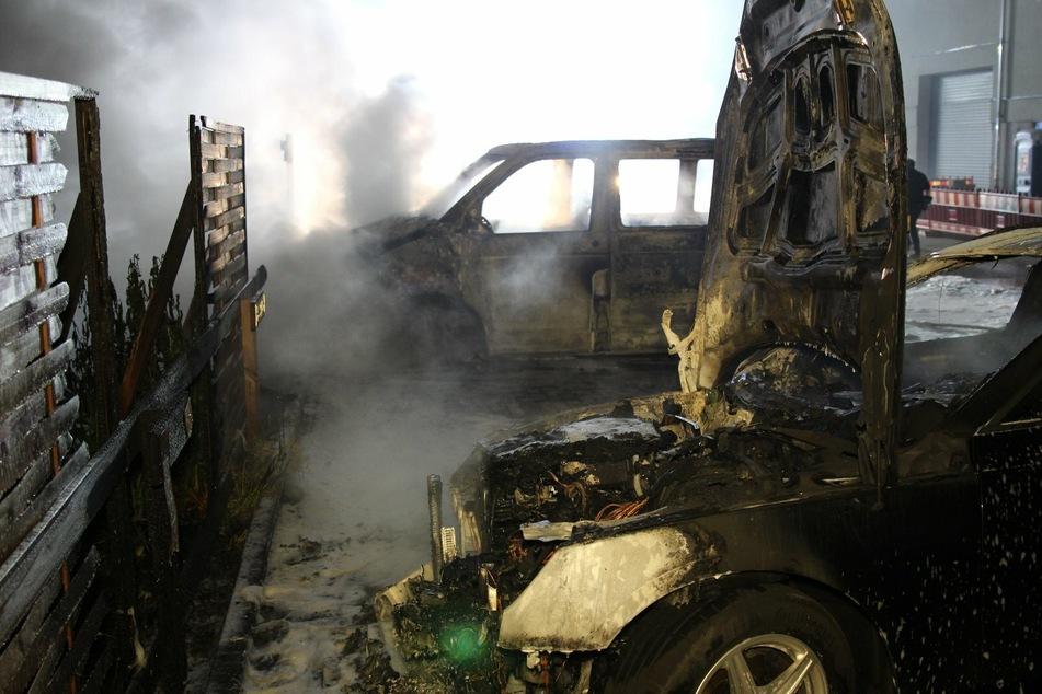 Auch ein Audi wurde von den Flammen angegriffen.