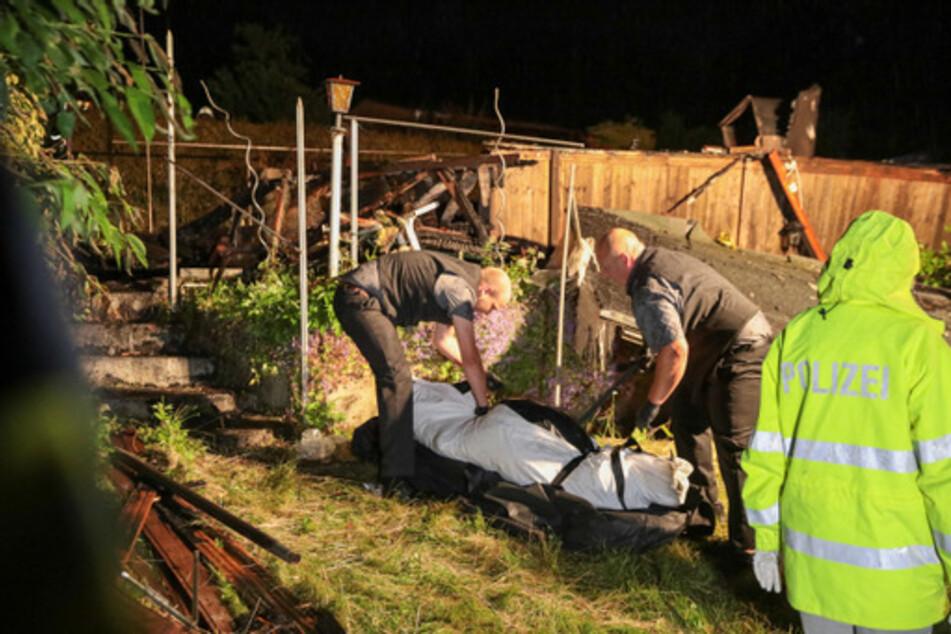 Bei einem Feuer in einer Kleingartenanlage in Wuppertal ist am späten Sonntagabend eine Person ums Leben gekommen.