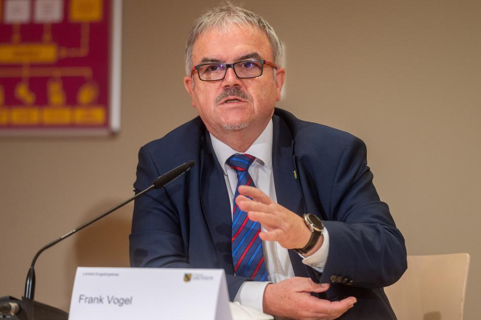 Der Landrat des Erzgebirgskreises, Frank Vogel (63, CDU) hat sich vorzeitig gegen Corona impfen lassen.