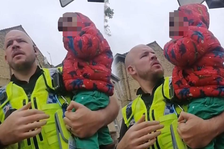 Zweijähriger irrt allein auf Straße umher: Als ihn ein Polizist anspricht, weint er bitterlich