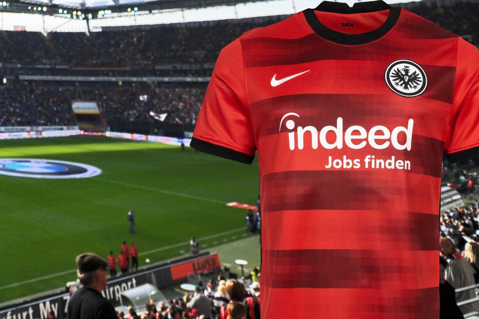 Die Montage zeigt das neue Auswärtstrikot von Eintracht Frankfurt für die Saison 2021/22 in der 1. Fußball-Bundesliga.