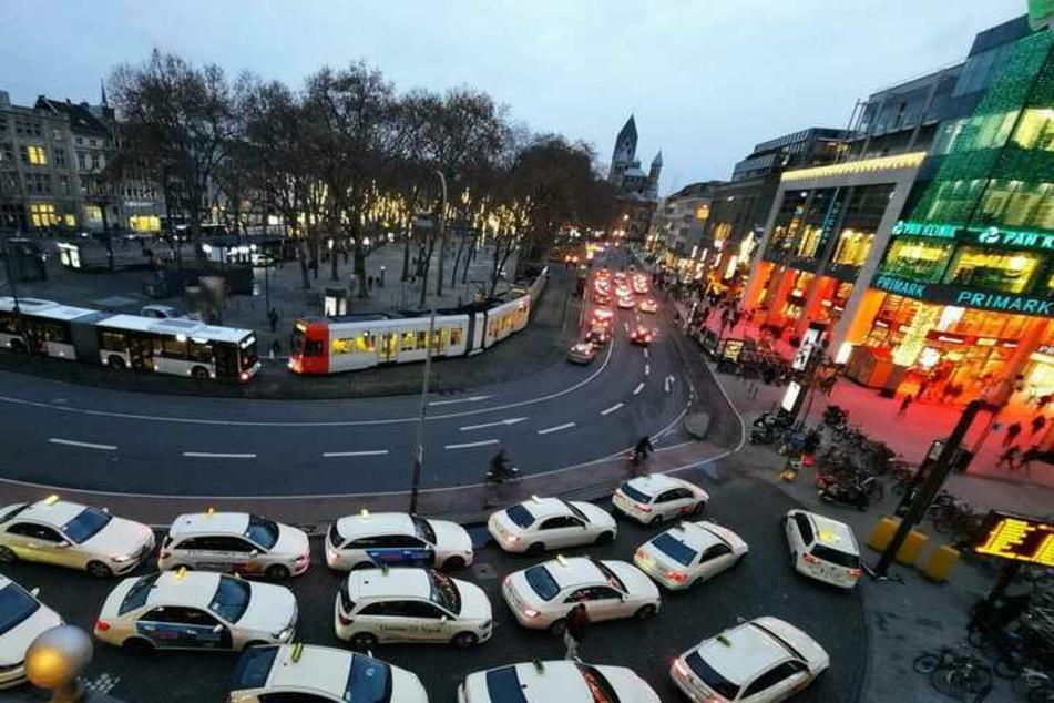 Blick auf den Kölner Neumarkt. Der Platz zählt zu den Kriminalitätsbrennpunkten und ist in Köln bekannter Treffpunkt der lokalen Drogenszene.