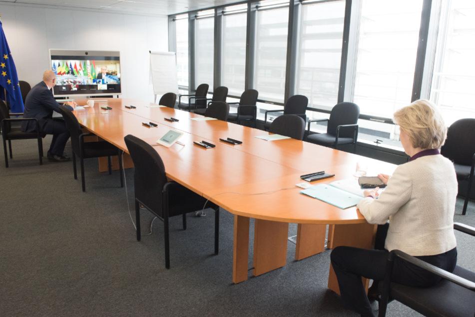 Ursula von der Leyen (61), Präsidentin der Europäischen Kommission, nimmt an einer Videokonferenz teil.