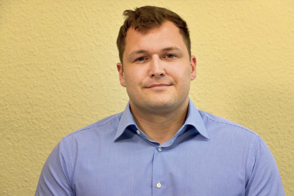 AfD-Fraktionschef Thomas Ladzinski (32) wollte sich für seine älteren Parteifreunde um andere Stühle kümmern. (Archivbild)