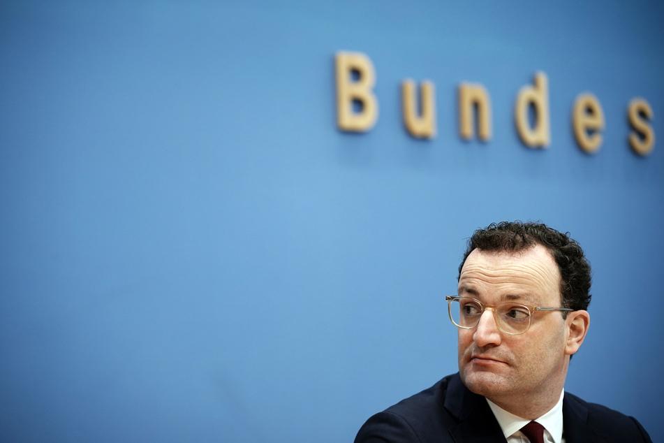 Jens Spahn (40, CDU), Bundesminister für Gesundheit, sitzt bei einer Pressekonferenz zur aktuellen Lage in der Corona-Pandemie in der Bundespressekonferenz.