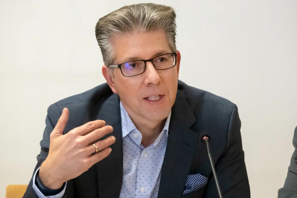 Sozialbürgermeister Ralph Burghart (50, CDU) lehnt eine Zensur des freien WLANs im Tietz ab.