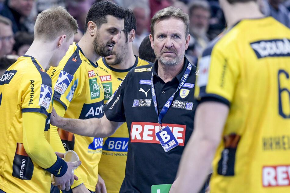 Trainer Martin Schwalb (m.) und seine Rhein-Neckar Löwen müssen weiterhin auf Zuschauer verzichten.