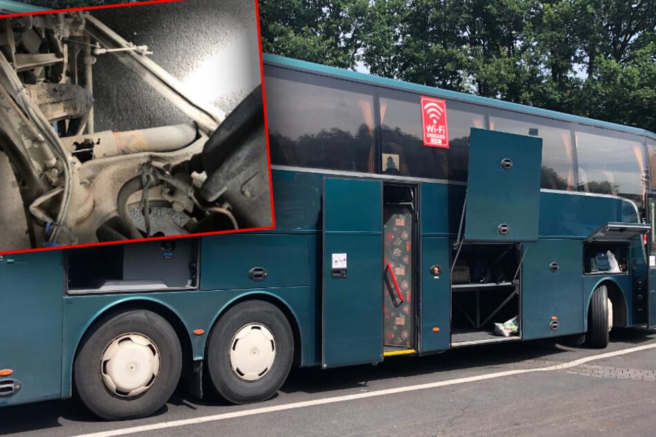 Durchgerosteter Stoßdämpfer, zahlreiche Fehlermeldungen und viele weitere Mängel machten den Reisebus zu einer wahren Gefahr auf acht Rädern.