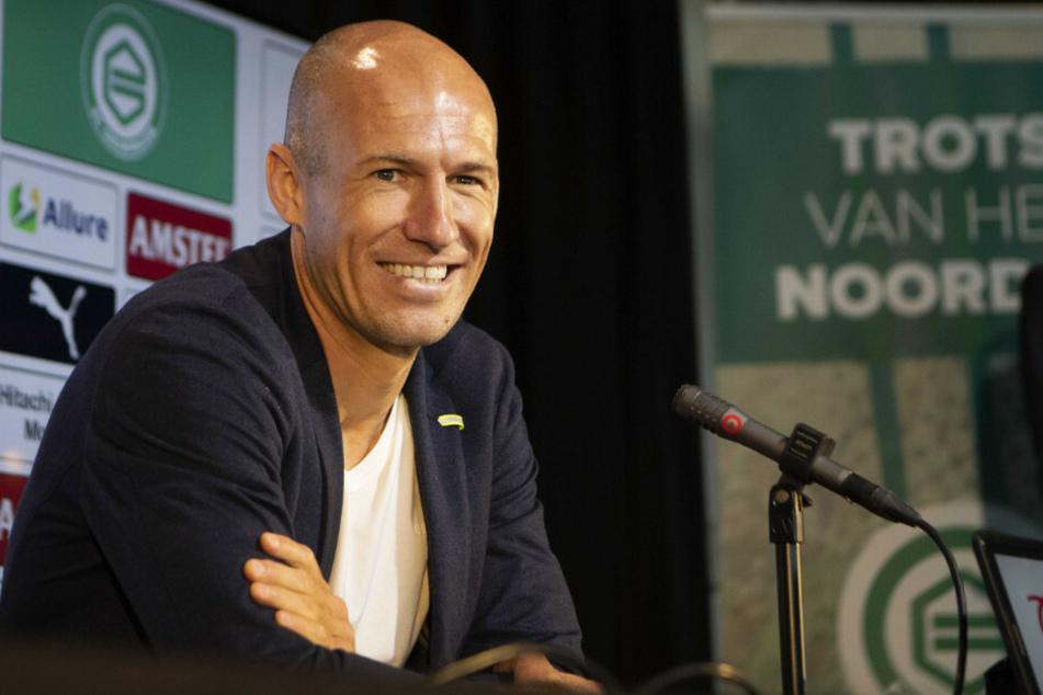 Ex-Bayern-Profi Arjen Robben (36) kündigt bei einer Pressekonferenz seine Rückkehr zum FC Groningen an.