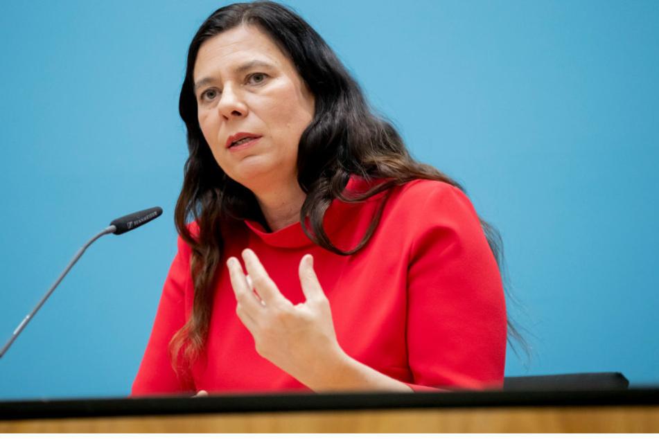 Sandra Scheeres (SPD), Bildungssenatorin von Berlin, nimmt im Anschluss einer Senatssitzung an einer Pressekonferenz im Roten Rathaus teil.