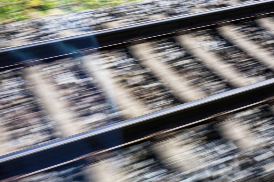 Die Frau wurde während der Zugfahrt attackiert. (Symbolbild)