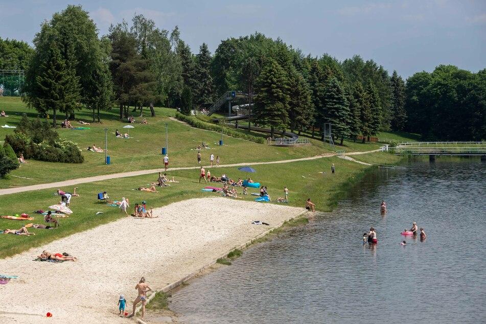 Die DLRG empfiehlt: Lieber an bewachten Seen, wie dem Stausee Oberrabenstein, baden.