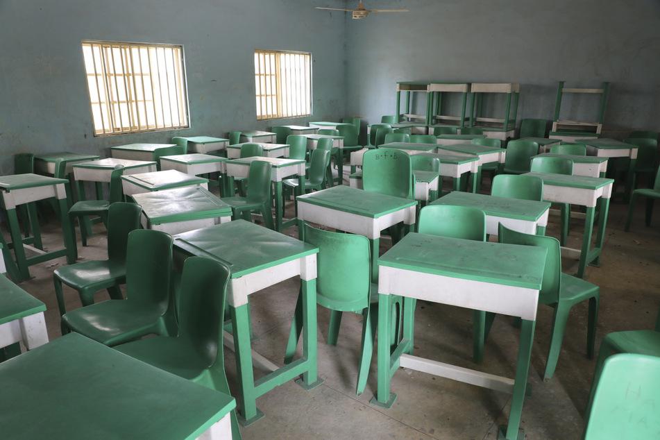 Ein leeres Klassenzimmer der Government Girls Junior Secondary School nach dem Angriff von Bewaffneten.
