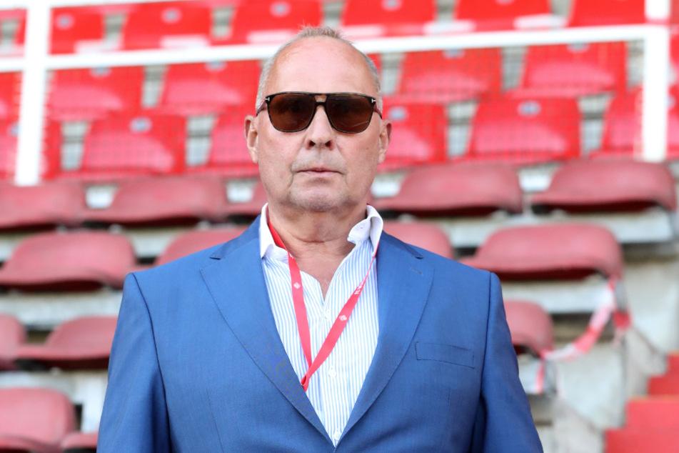 Mit seiner Ansage vorm Spiel des FCE in Würzburg hat Präsident Helge Leonhardt die gewünschte deutliche Leistungssteigerung der Auer Kicker erreicht.