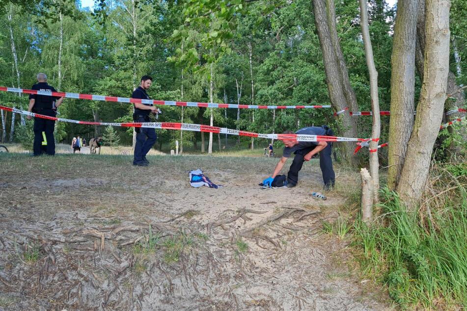 Die Feuerwehr errichtete vor Ort am Großen Lienewitzsee eine Sperrzone.