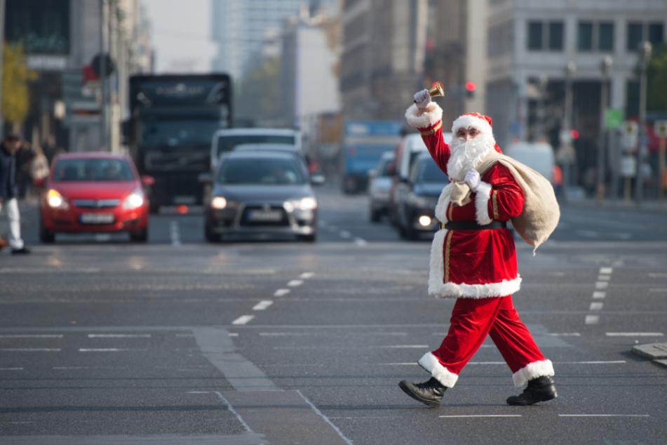 Wegen zu geringer Nachfrage vermitteln die Arbeitsagenturen in Sachsen-Anhalt dieses Jahr keine Weihnachtsmänner. (Archivbild)