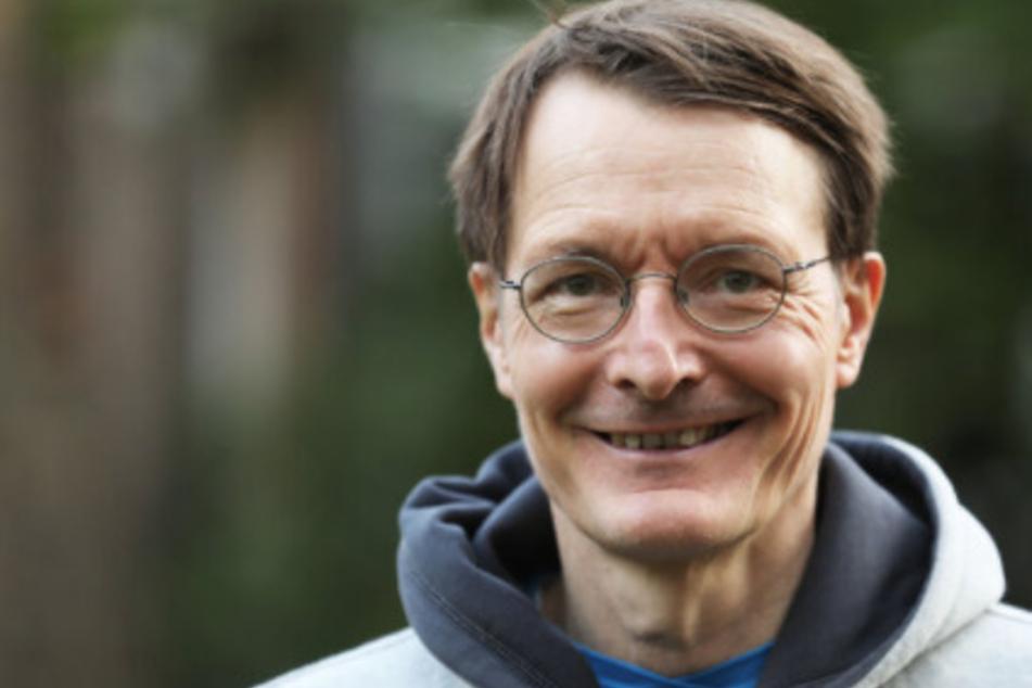 Karl Lauterbach (58, SPD) spricht sich für mehr Corona-Schnelltests in Schulen aus.