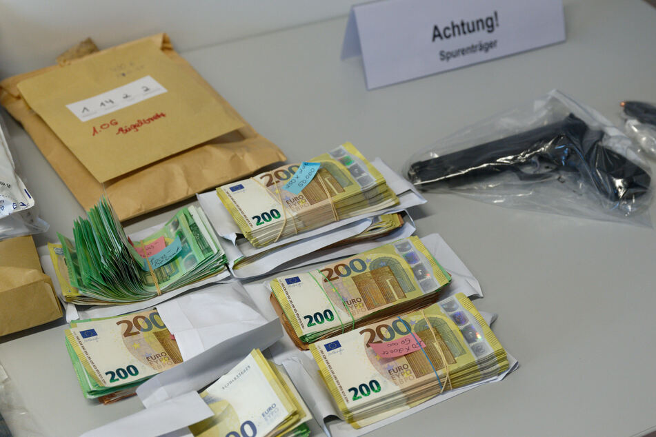 Bargeld in großen Summen wurde beschlagnahmt.