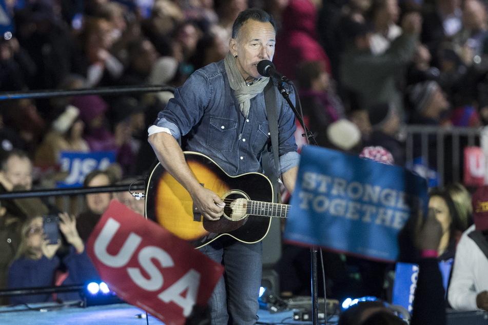 Der US-amerikanische Rockstar Bruce Springsteen (71) wurde wegen Trunkenheit am Steuer angeklagt.