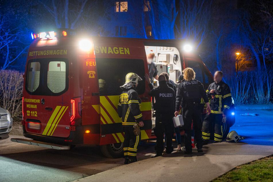 Lebensgefährlich: Rettungskräfte holen Mann mit 4,6 Promille aus brennender Wohnung