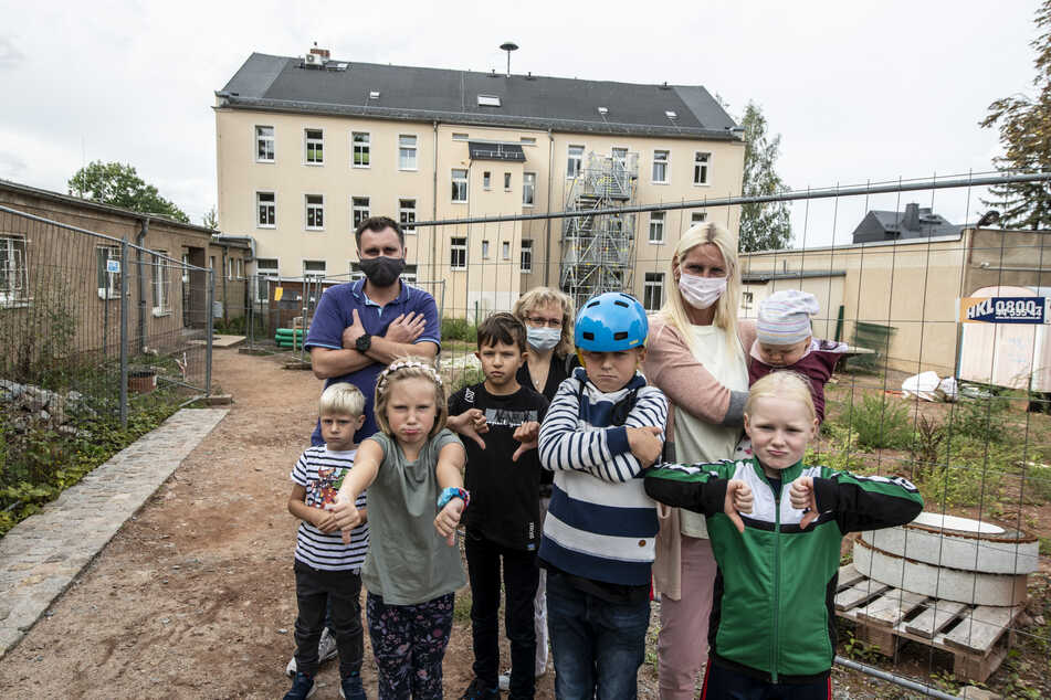 Schulhof teilweise ein Trümmerfeld! Chemnitz vertrödelt Sanierung