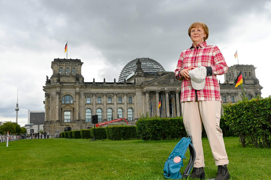 Der Kanzlerin neue Kleider: Das Wachsfigurenkabinett wird die Figur nach der Bundestagswahl in diesem Outfit zeigen, da Angela Merkel (67, CDU) nach 16 Jahren Amtszeit dann ihre Freizeit ja auch abseits der Politik genießen kann.