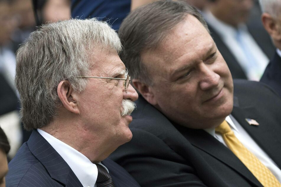 Former National Security Advisor John Bolton (l.) and former Secretary of State Mike Pompeo will be banned from entering China.