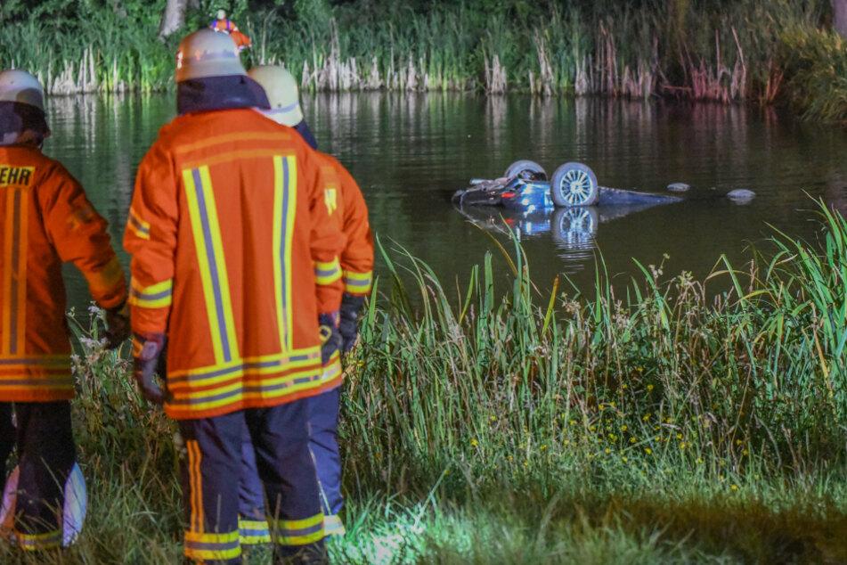 Betrunkener Ford-Fahrer überschlägt sich mit Auto und landet in Teich