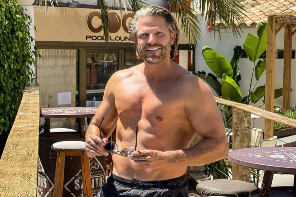 "Paul Janke (39) steht bei ""Bachelor in Paradise"" als Barkeeper hinter der Theke."