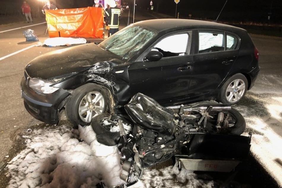 Betrunkener BMW-Fahrer kracht in Motorrad: Mann (44) sofort tot, Tochter muss alles mit ansehen!