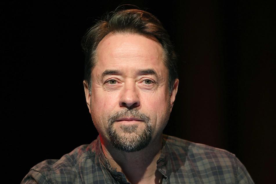 Schauspieler Jan Josef Liefers (56) ist der Meinung, dass in den Medien zu wenig Regierungskritiker zu Wort kommen.