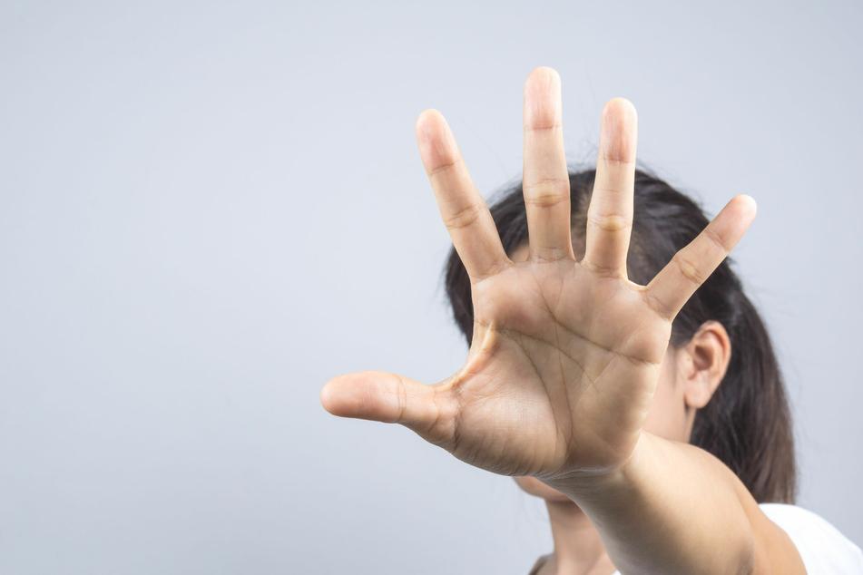 Missbrauch und Misshandlungen sind weltweit ein großes Problem. (Foto: 123RF/Nontawat Thongsibsong)