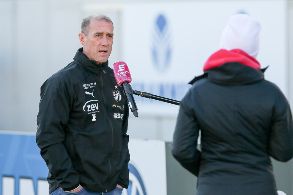 Muss sicher derzeit viele Fragen zur sportlichen Situation stellen: FSV-Trainer Joe Enochs.