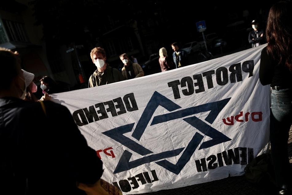 Das 60-jährige Opfer hatte am 18. September an einer Mahnwache für Israel und gegen Antisemitismus in der Hamburger Innenstadt teilgenommen. (Symbolbild)
